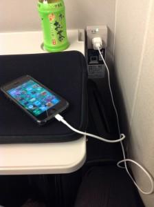 マックブックエアーとiPhone5を新幹線で使う